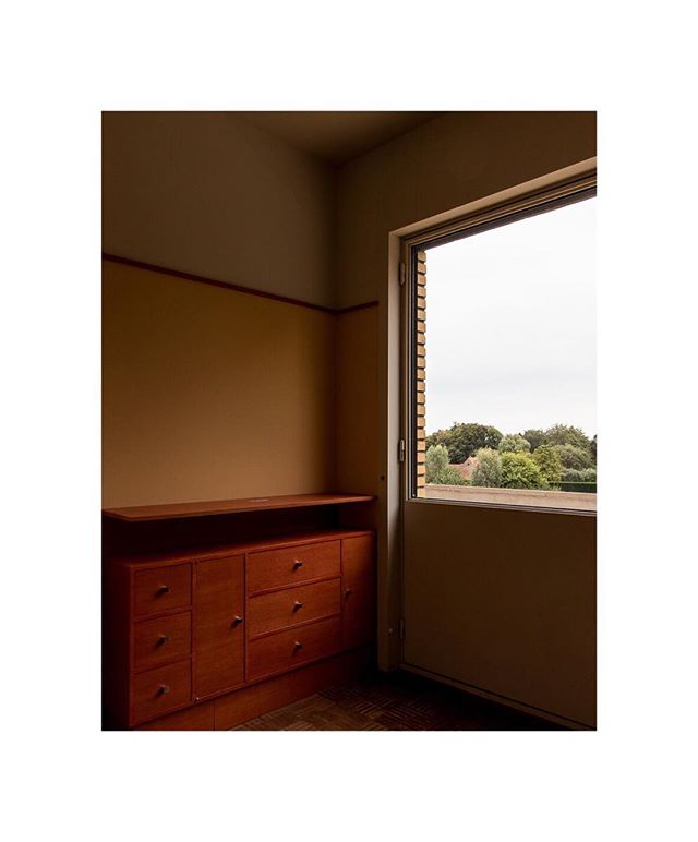 Last year workshop at @villa_cavrois with @pierreolivierdeschamps from @vu_photo and @lecmn . . . . . #architecture #lille #villacavrois #malletstevens #light #window #design #wood #furnituredesign #tree #interiordesign #interiorphotography