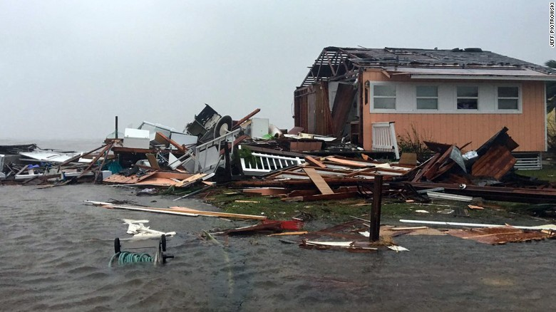 170826112915-13-hurricane-harvey-0826-rockport-exlarge-169.jpg