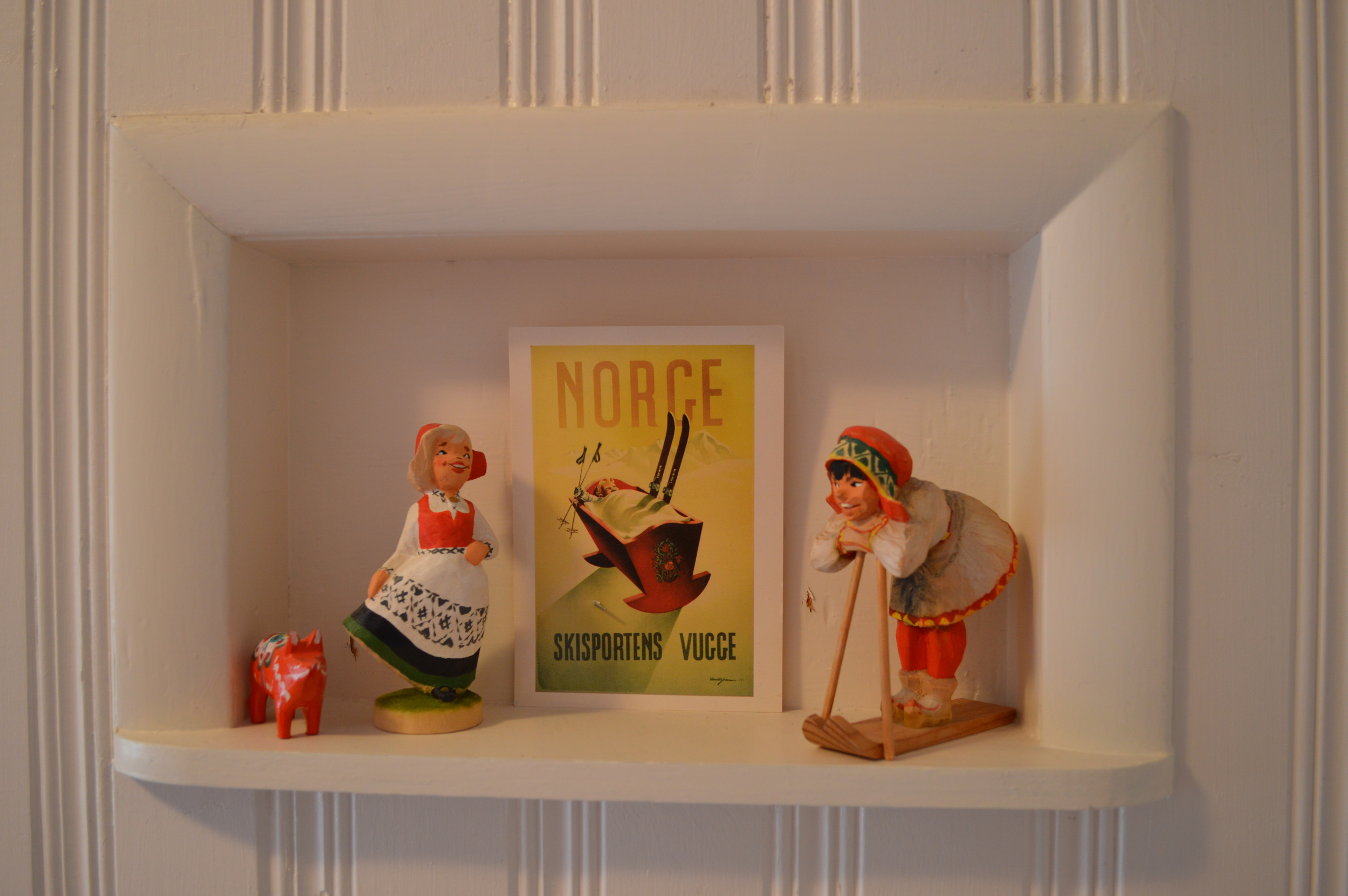 Carved wood Henning figurines from Norway...