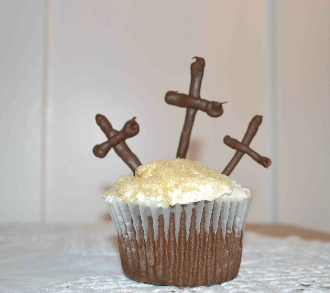 Idea for this cupcake from  I am baker