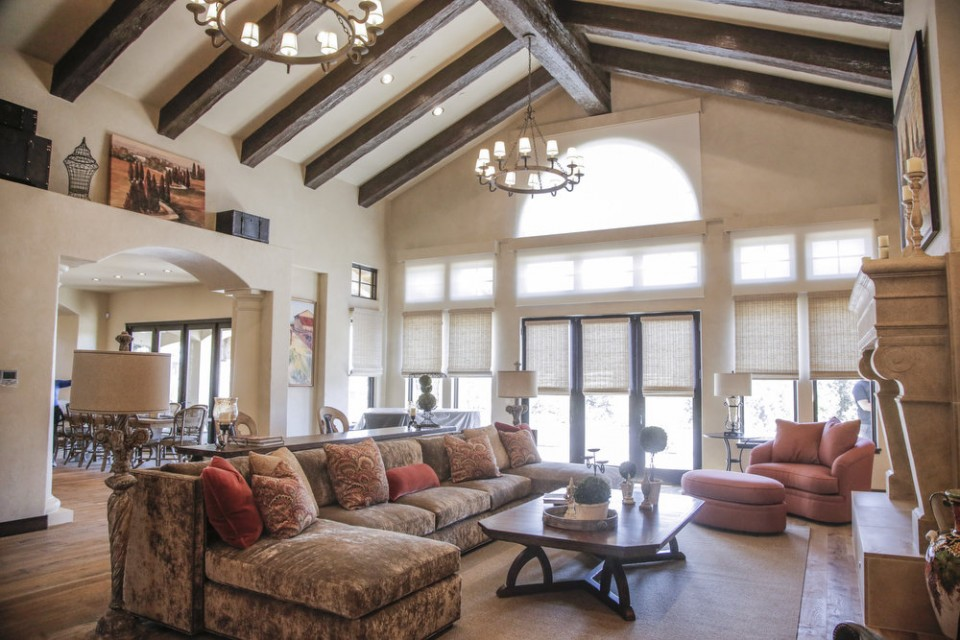 Love the open beam ceiling...(photo from Oregon Live)