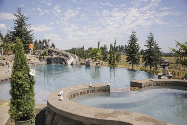 Another look showing the hot tub and the pool...(Photo source Oregon Live)
