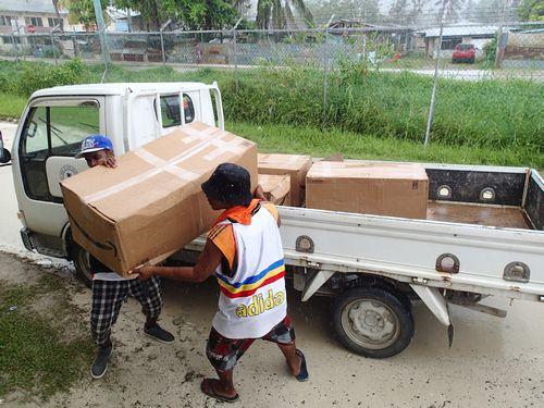 日本からの救援物資・チェーンソー.jpg