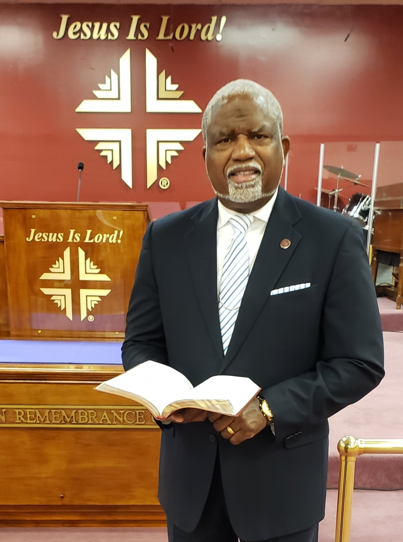 Pastor%2BOwes%2B02.jpg