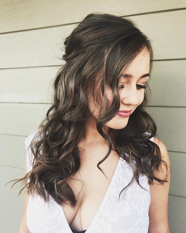 Soft & Romantic Bridal style by @hairbyhaleyb_⠀
