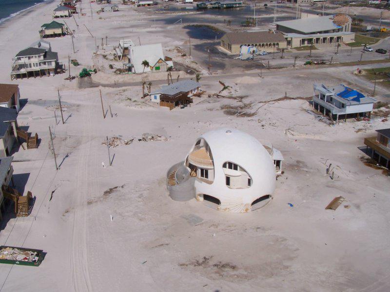 Pensacola_Beach,_Florida_after_Hurricane_Dennis_in_2005.jpg