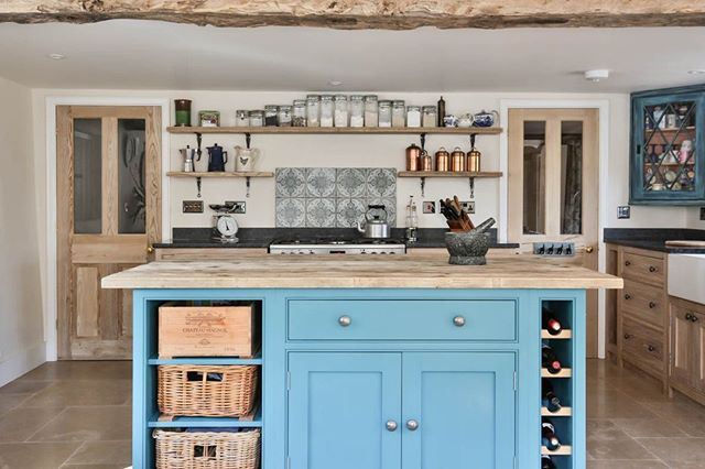 Natural woods with a beautiful burst of blue. Love this kitchen.⠀ .⠀ .⠀ .⠀ .⠀ #kitchendesign #kitchendecor #kitchenisland #kitchencabinets #kitcheninspiration #kitcheninterior #eviewillowkitchens #bespokekitchens #handcrafted #handpaintedkitchen #beautifulkitchen #handmadekitchen #kitchenstyle #paintedkitchen #paintedkitchencabinets #shakercabinets #shakerkitchen #interiorphotography #PhotographersOfInstagram #photographersofIG #countryliving #kitchenideas #countryhome #cooking #kitchenenvy #interiordesign #interiorstyling #dreamhome #roomforinspo
