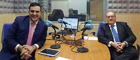 D. David GÓMEZ y D. Ángel JUÁREZ, en el estudio de grabación de Radio María