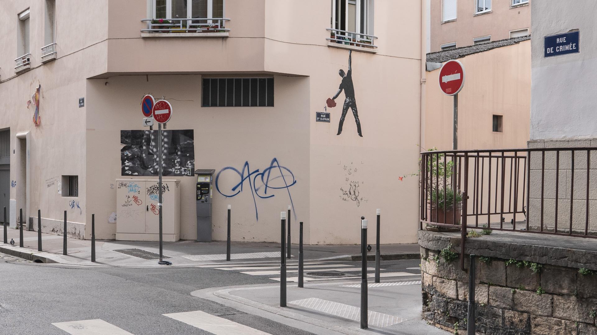 lyon-graffiti-rue-de-crimee.jpg