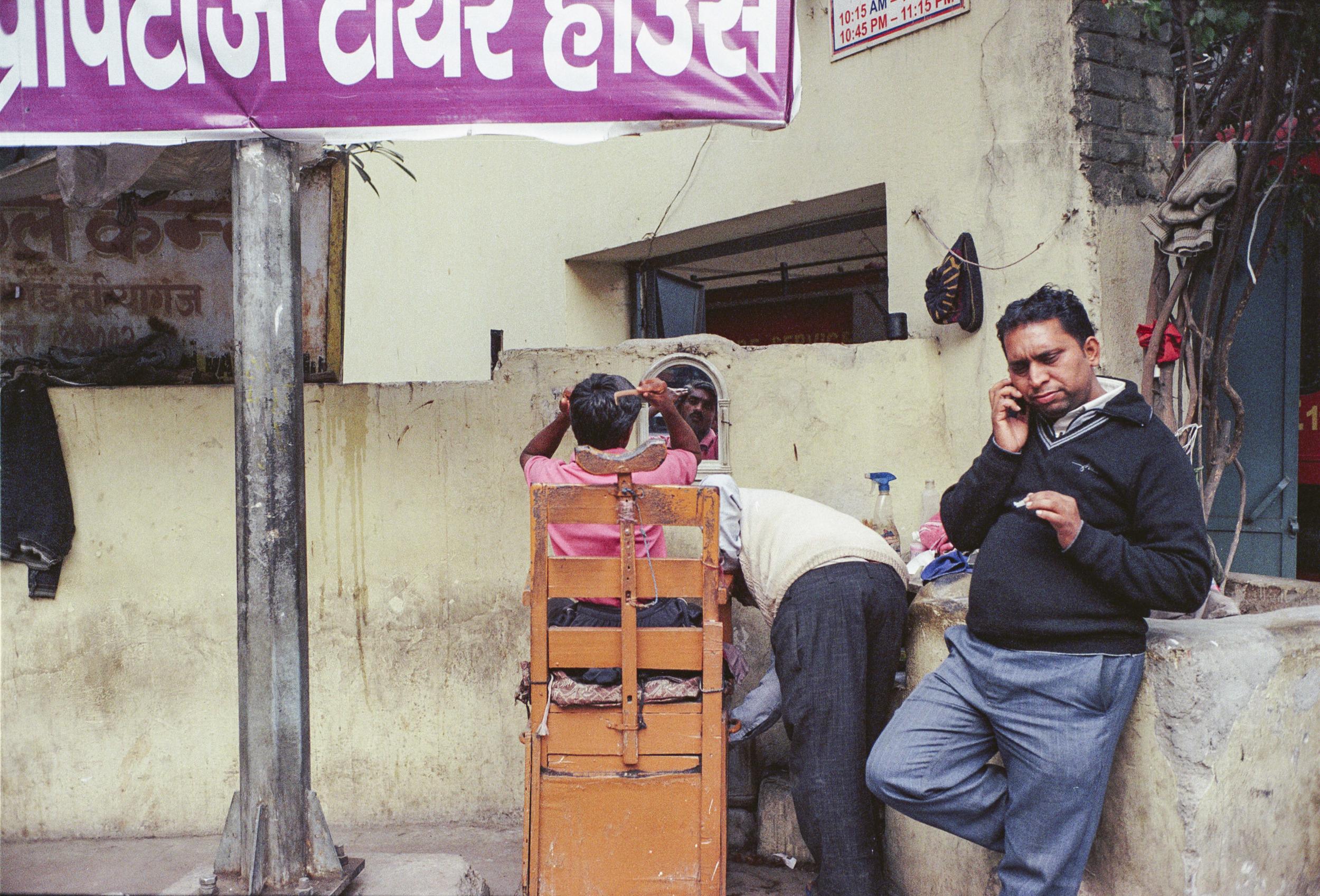 69-F30_Street Barber, Delhi, India 2016-60.jpg