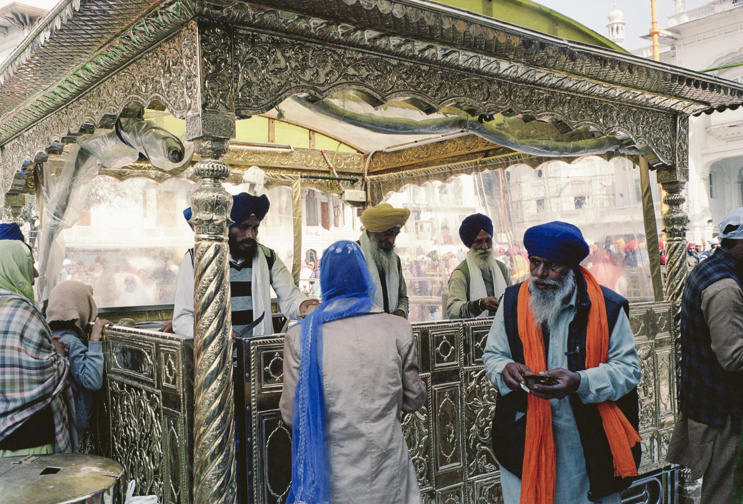 70-F7_Offering, Golden Temple, Amritsar, India 2016-53.jpg
