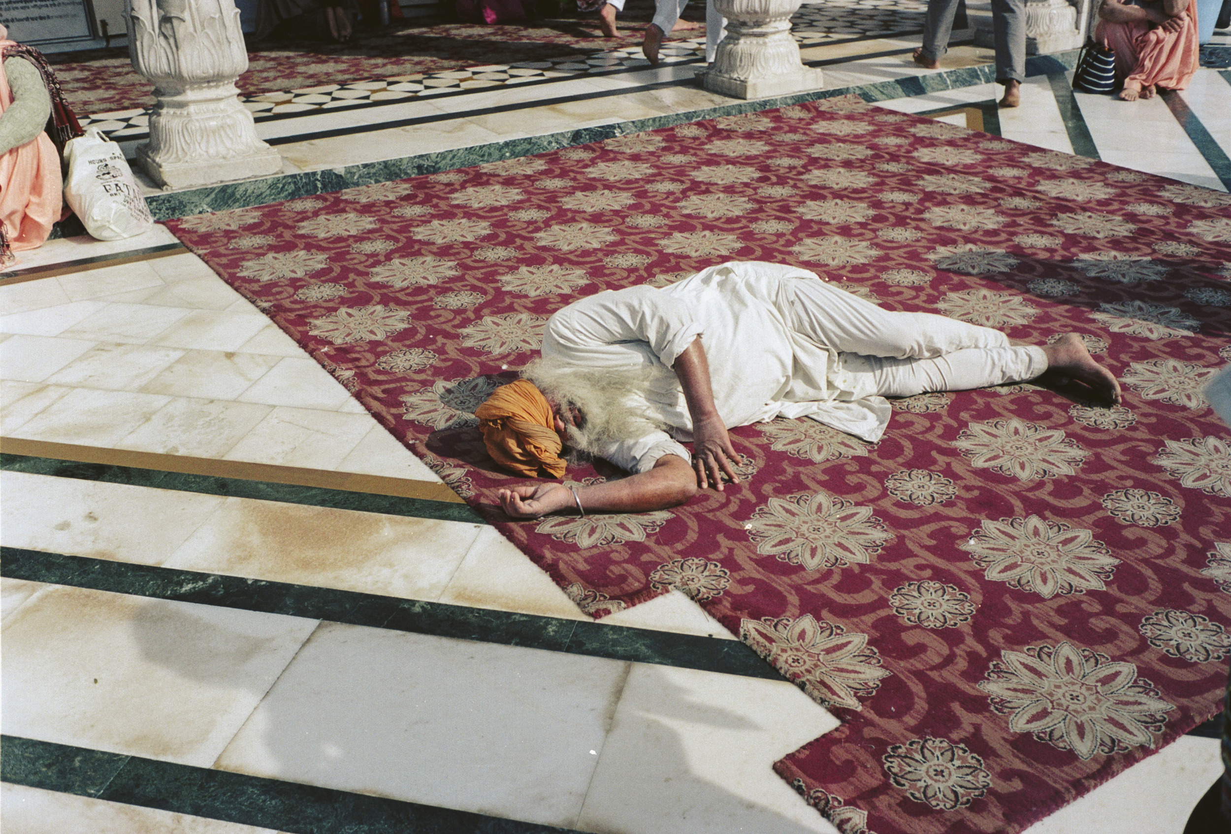 70-F9_Sleeping Man, Golden Temple, Amritsar, India 2016-52.jpg