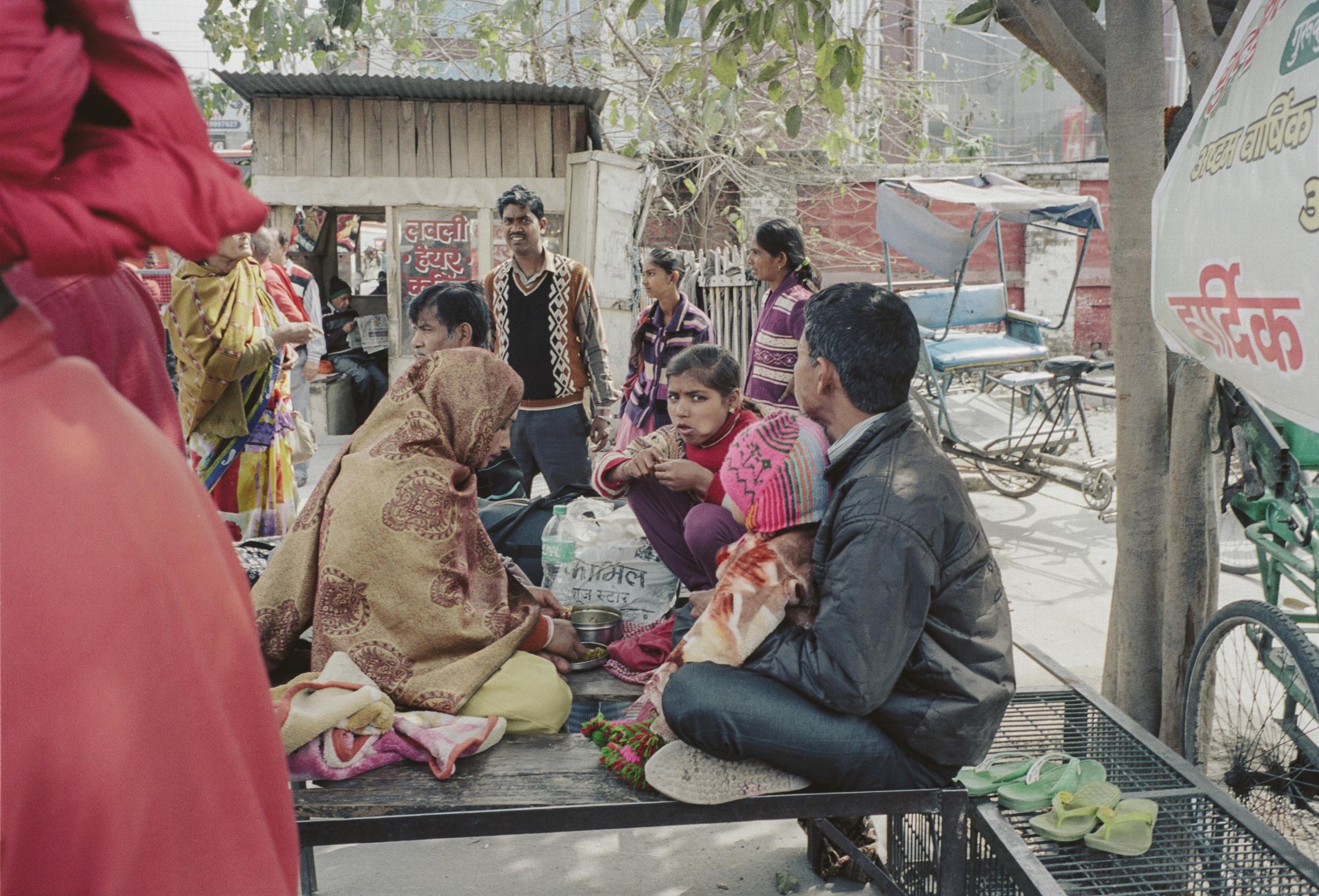 70-F36_Street, Family Eating, Haridwar, India 2016-43.jpg
