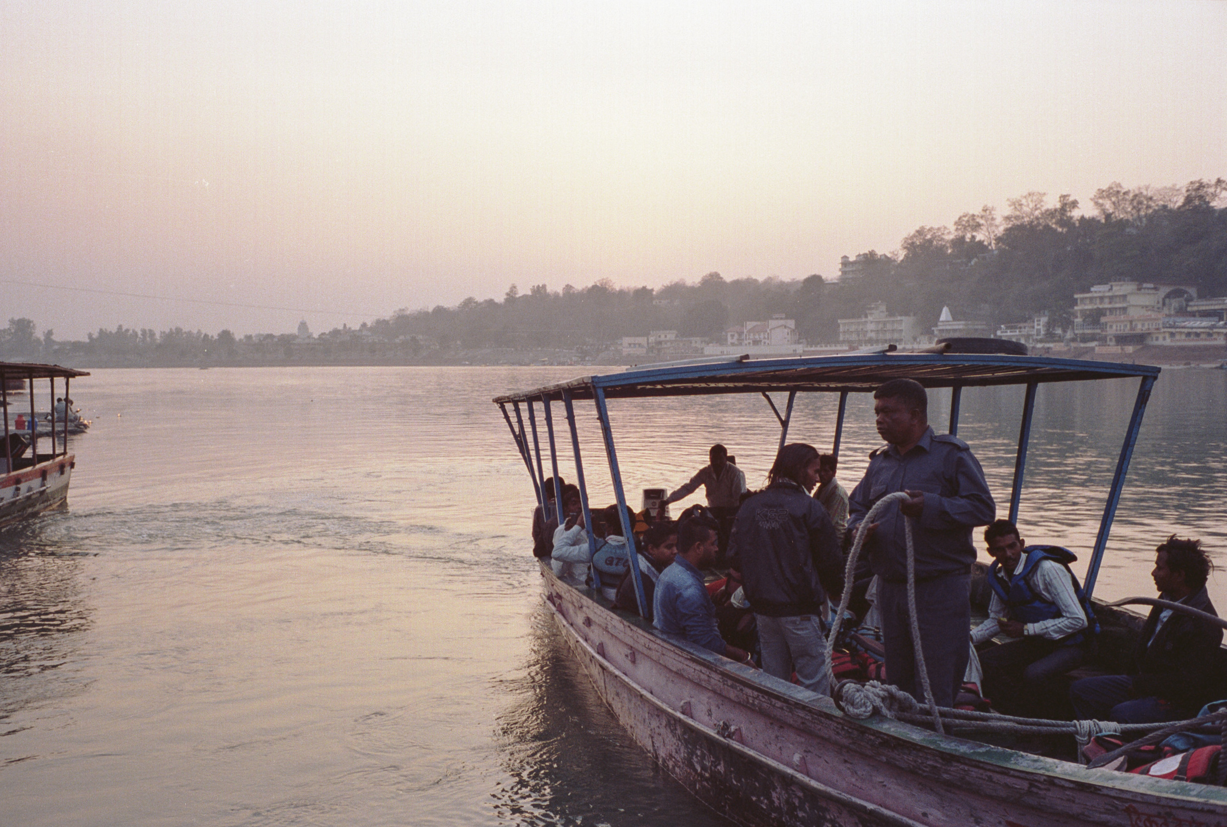 71-F35_Boat on Ganga, Rishikesh, India 2016-22.jpg