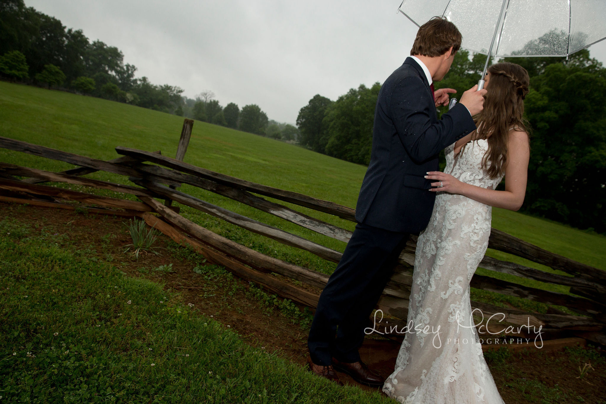 Lindsey McCarty Photography | Roanoke Wedding Photographer | Rainy Wedding Day | Barboursville Ruins & Winery Wedding | Wedding Photographer Tips | Wedding Photographer Blog