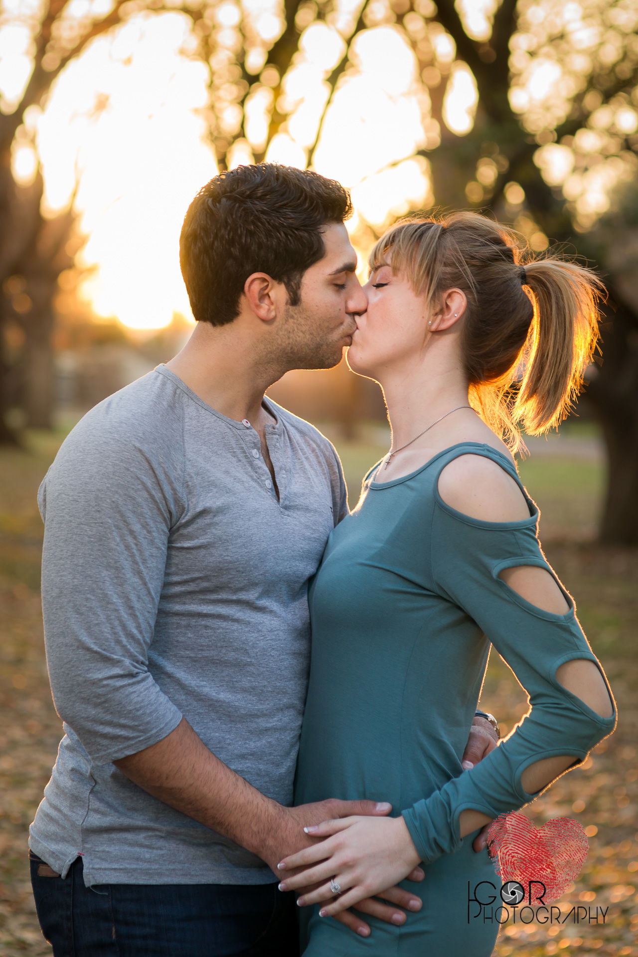 Fort Worth Engagement kiss photos