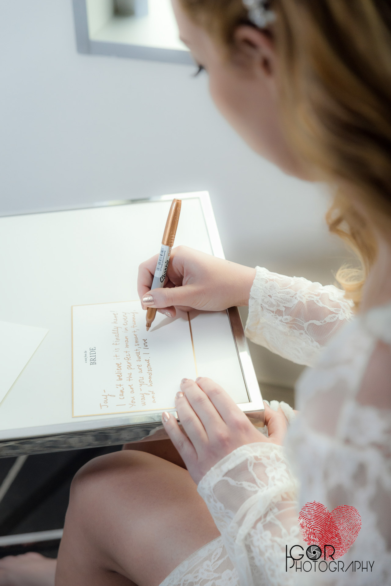 A Dallas Bride writing a love letter to the groom.