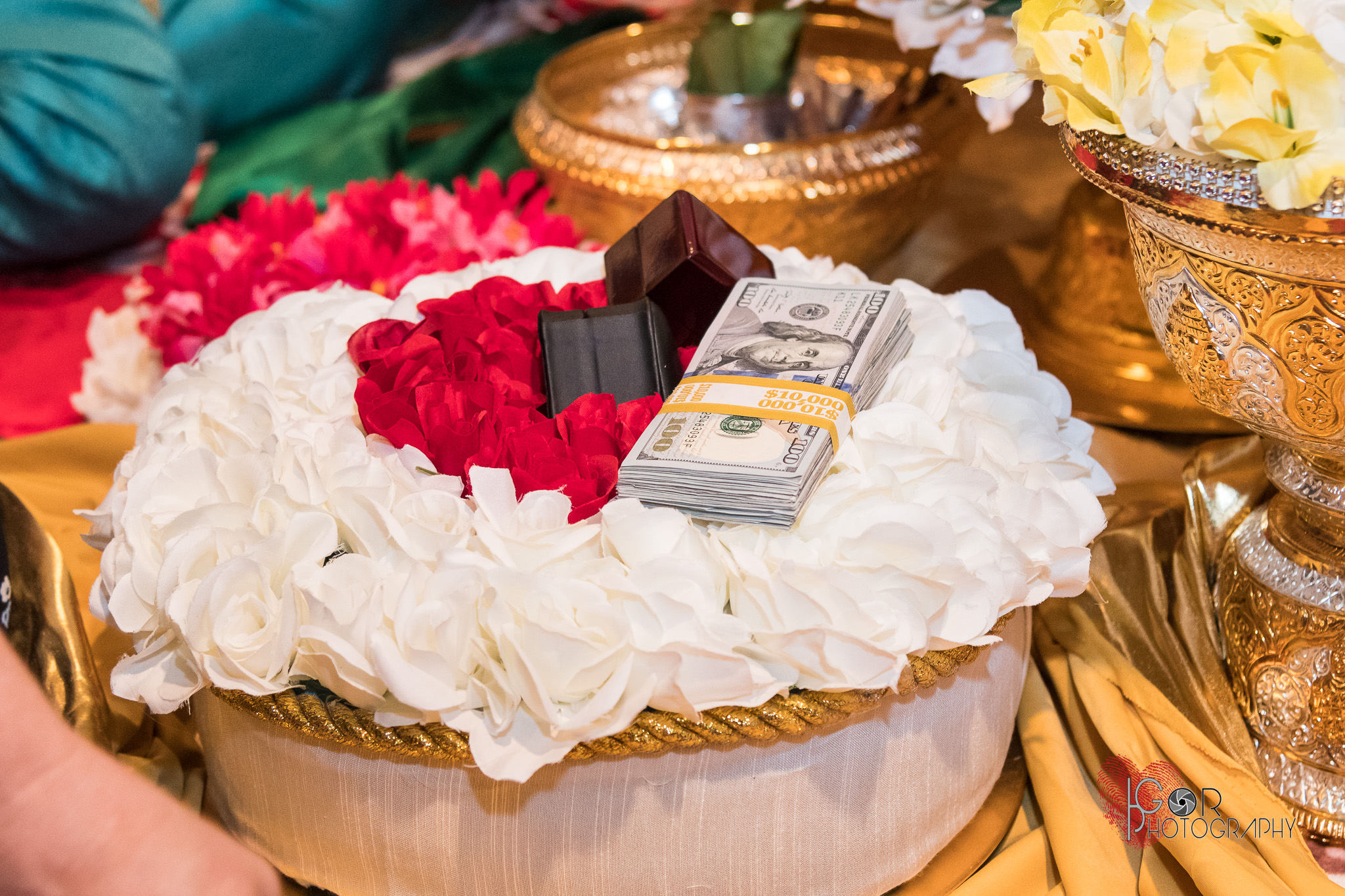 Laos wedding gift to parents-the somna