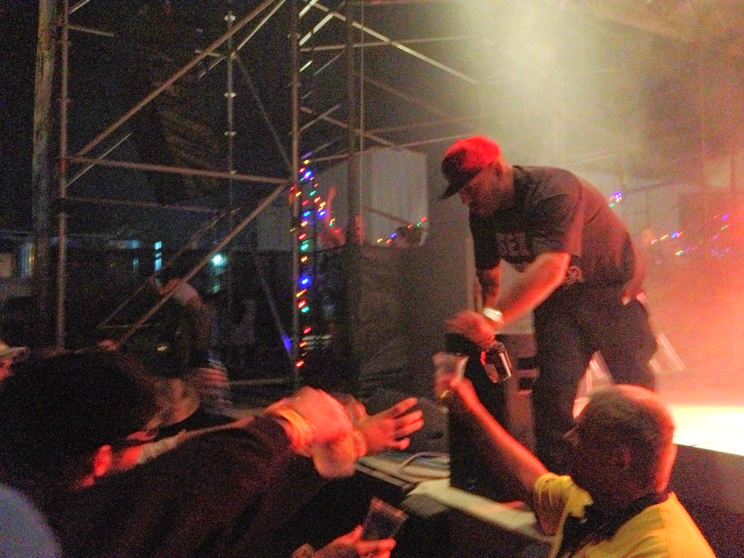 The security guard actually assisted Psycho Les in sharing his Hennessy with the front row.