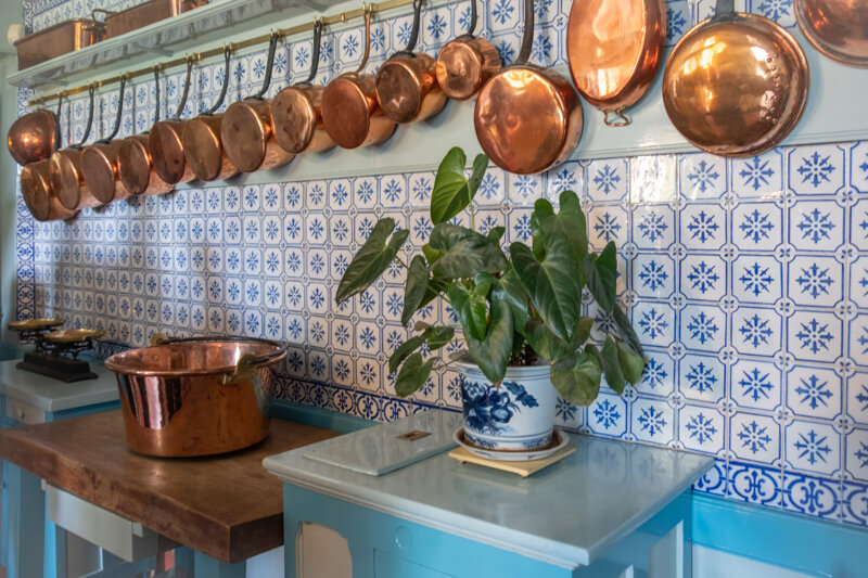 Each room had it's own color and personality. The kitchen was many different shades of blue. Beautiful light again and lots of copper pans for contrast and texture. The blue kitchen tile reminded me of Holland. I'm guessing he carried the blue over from the dining room so it blended nicely.