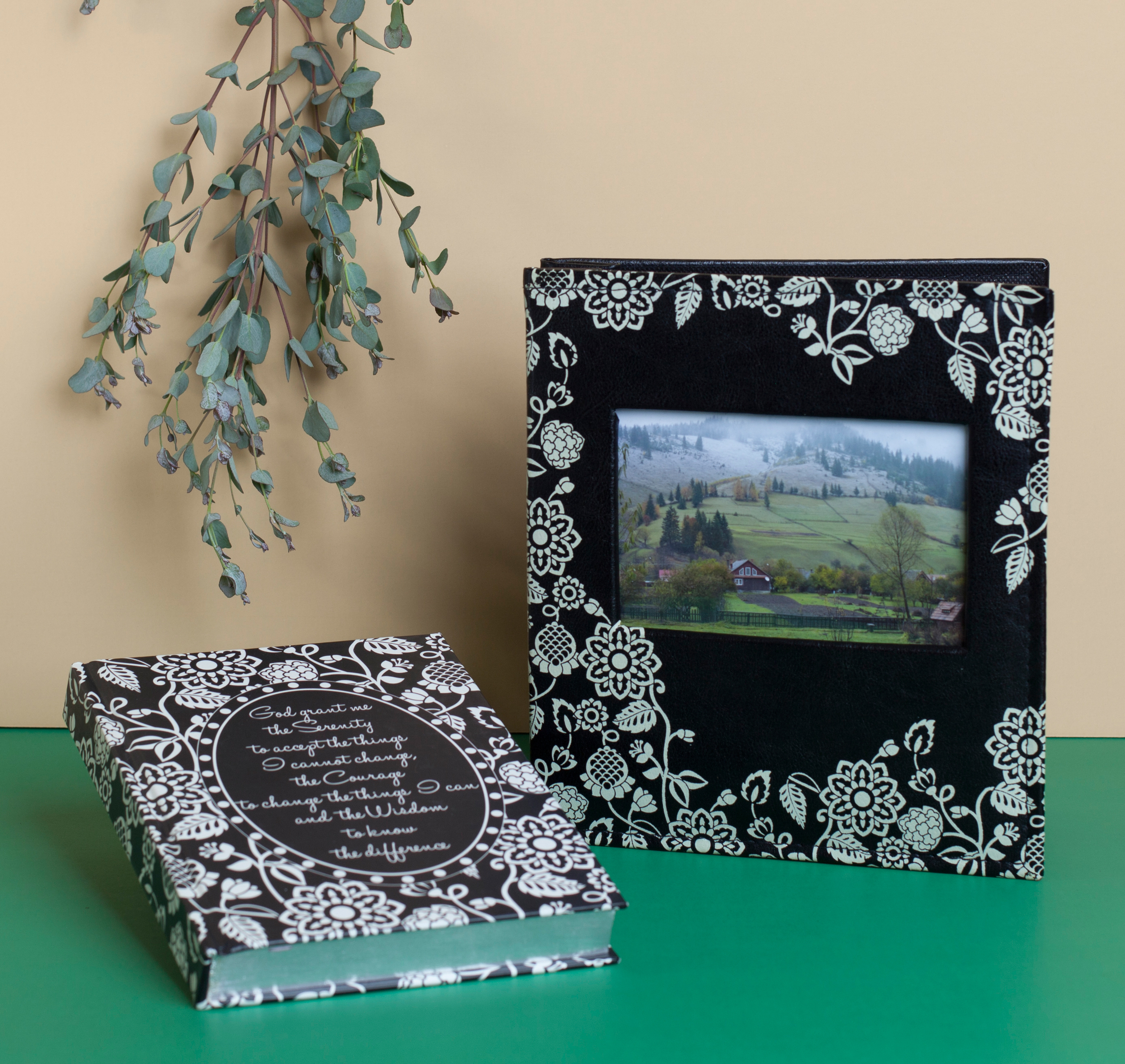 Gift - Enchante Noir.jpg