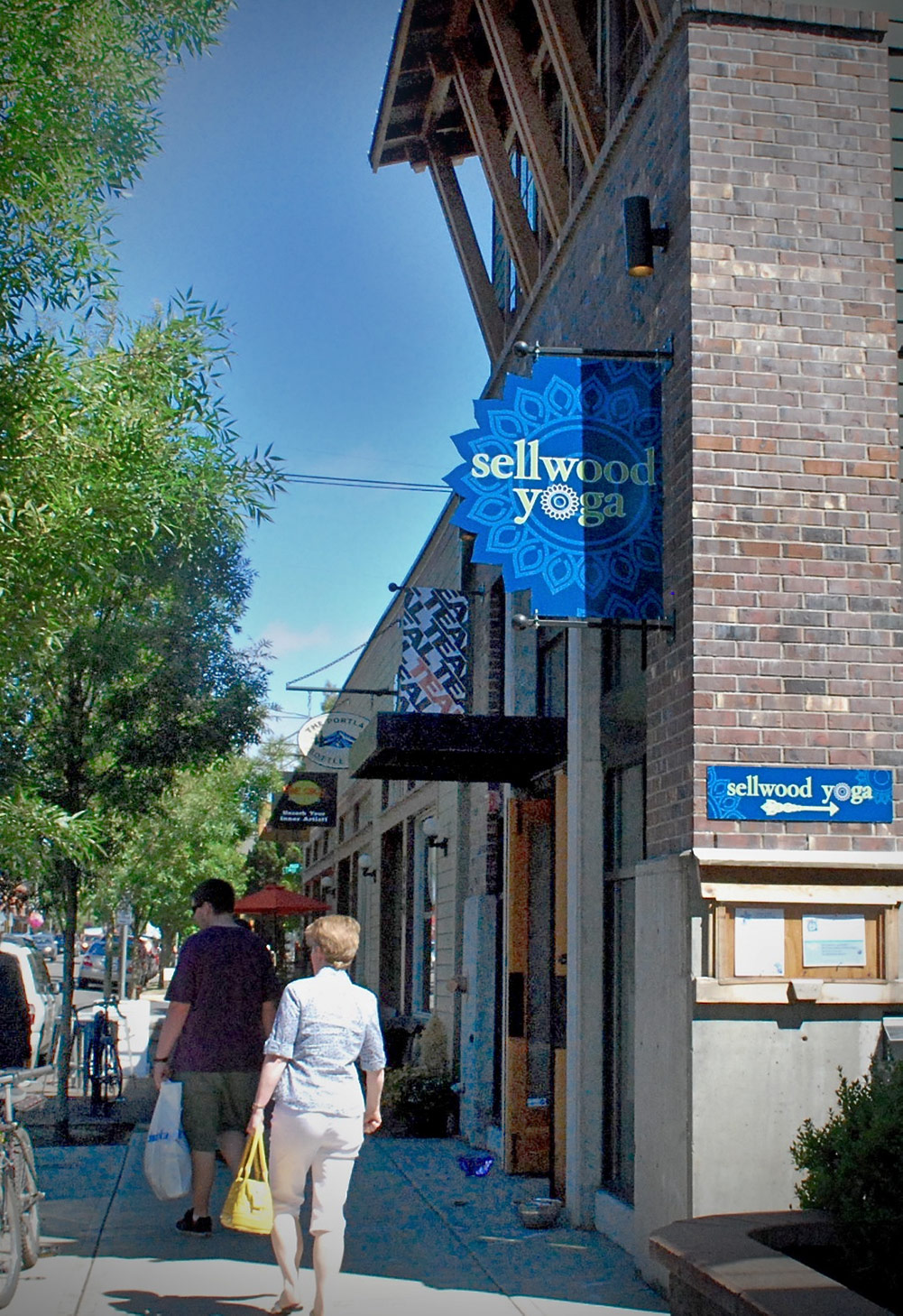 Shops and restaurants dot the streets of Sellwood-Moreland.