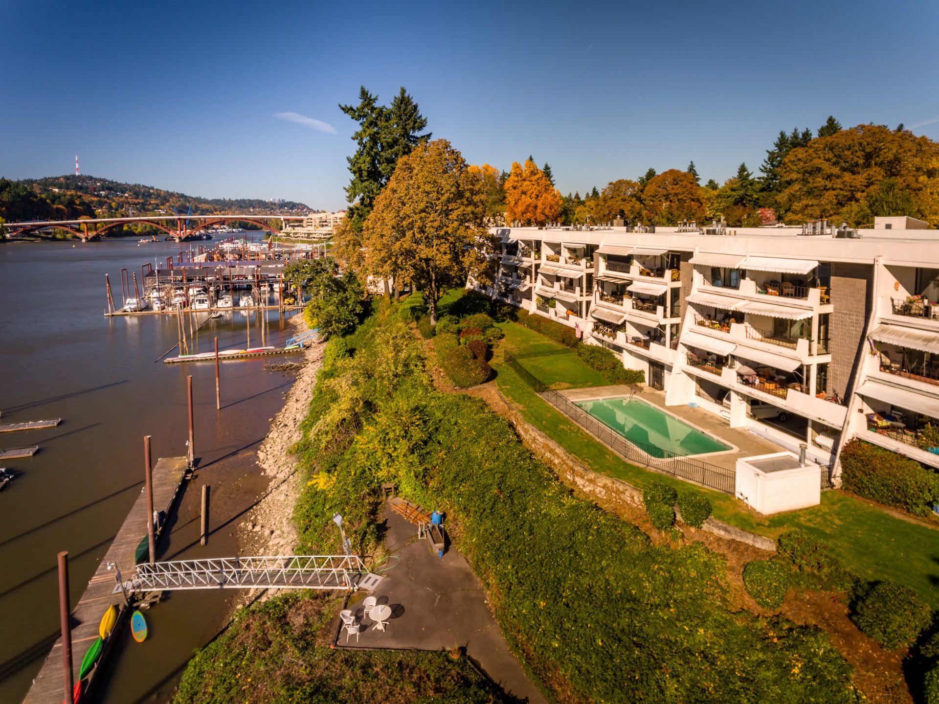 Quayside condominiums along the Willamette river (click to enlarge)