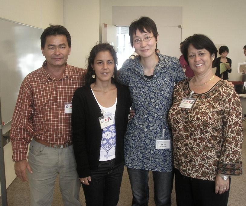 From left to right: Cuban Nikkei Santiago Oye and Midori Tsuhako, JICA Japanese professor, and Francys Arakawa