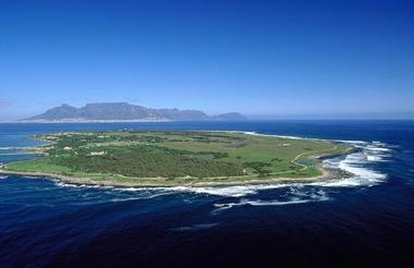 Robben Island with Table Mountain in Background.jpg
