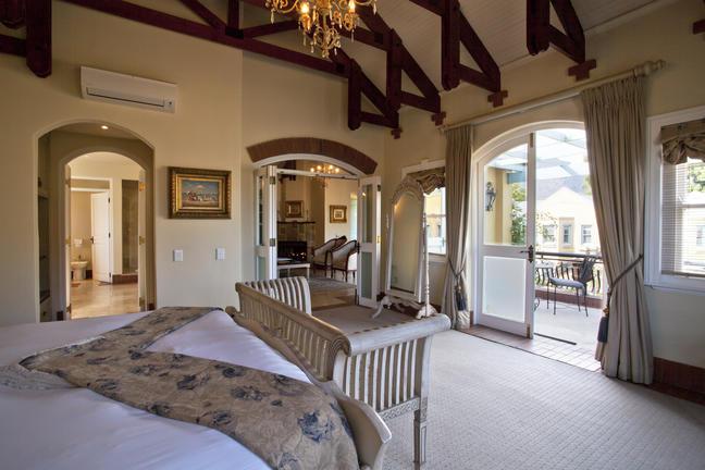 rooms_-_villa_suite_bedrooms_10_a2.jpg