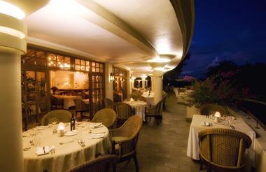 the_palm_restaurant_night.jpg