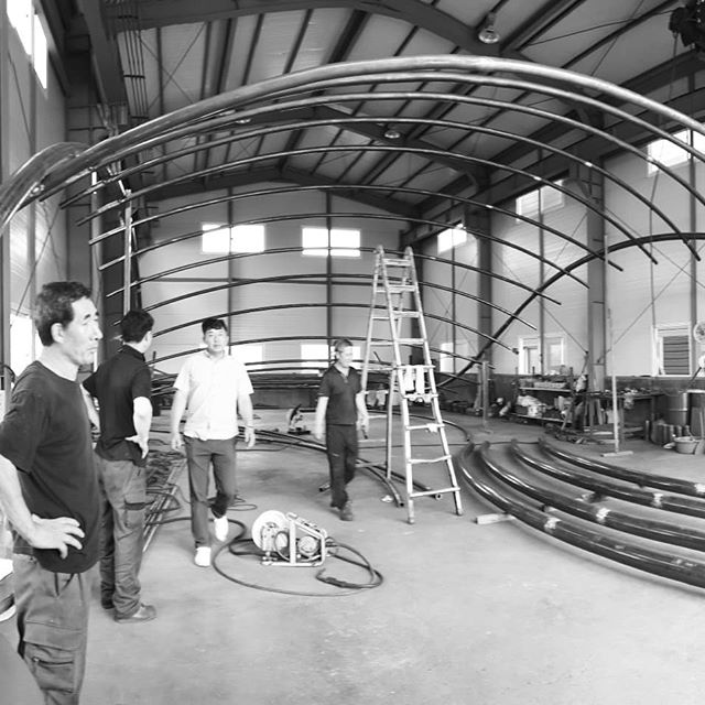 The Ripple Pavilion is shaping up. The steel frame built in mere 5 days. We simply admire Korean craftsmanship.  #pavilion #artinstallation #structure #forreal #steelstructure #beauty #ready  #경남도립미술관 #파빌리온 #설치미술 #드디어 #시공 #한국기술의힘 #디지인 #koreadesign #atelierchang