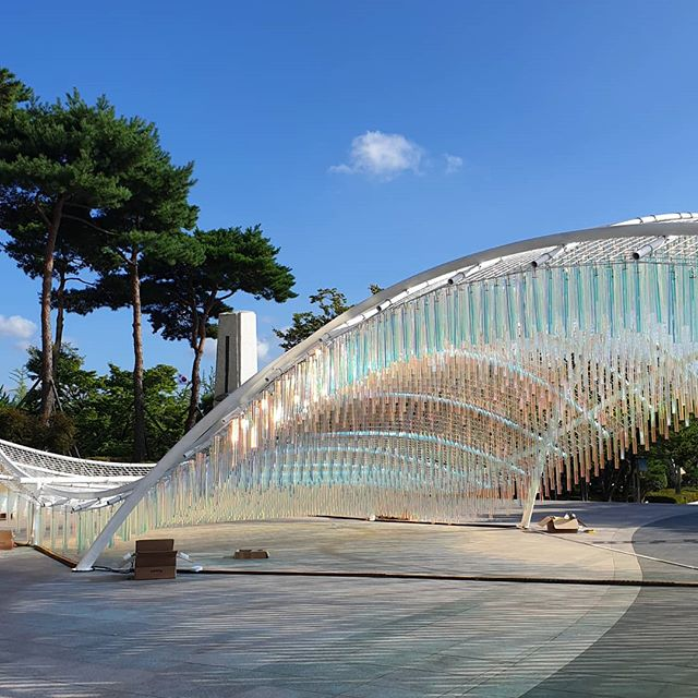 The sculpture that changes with time.  #ripplepavilion @gam_korea #soohyunchang #kineticsculpture #kineticart #interactive #art #reflection #lightsculpture