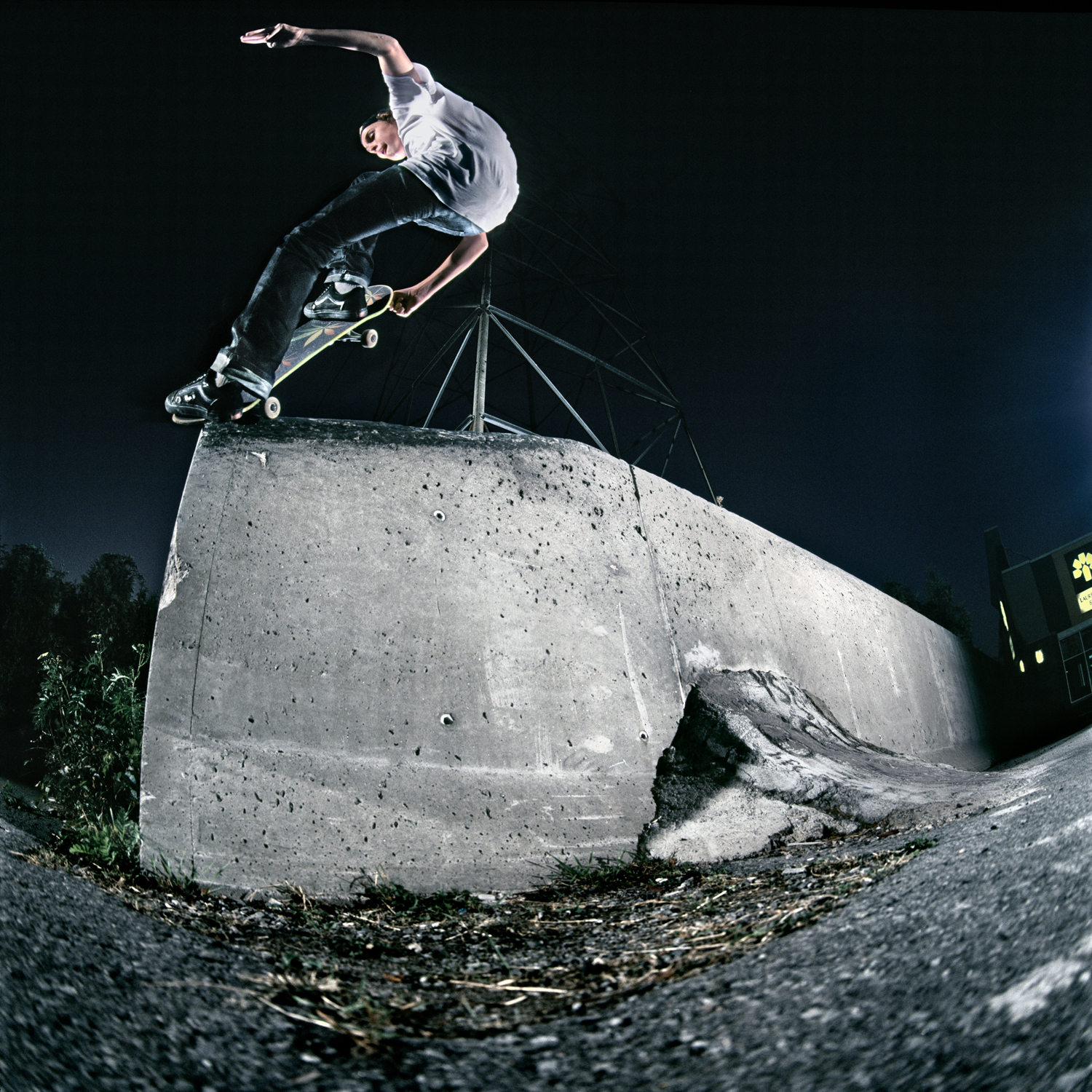 Sam Lind, Frontside Nosegrind, Ottawa, ON 2011