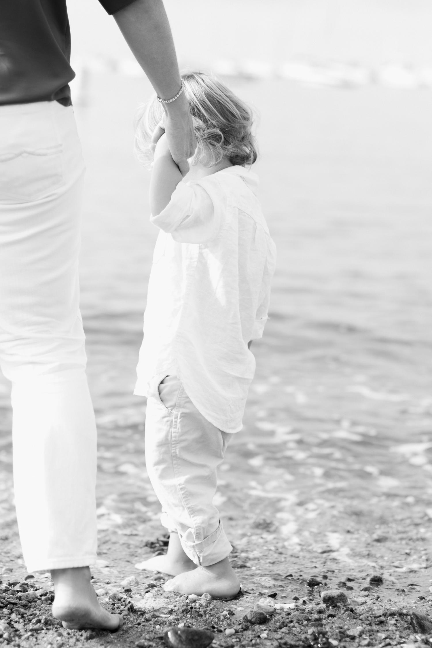 Fairfield-County-Darien-Pear-Tree-Point-Beach-Family-Photography-Natural-Light-mom