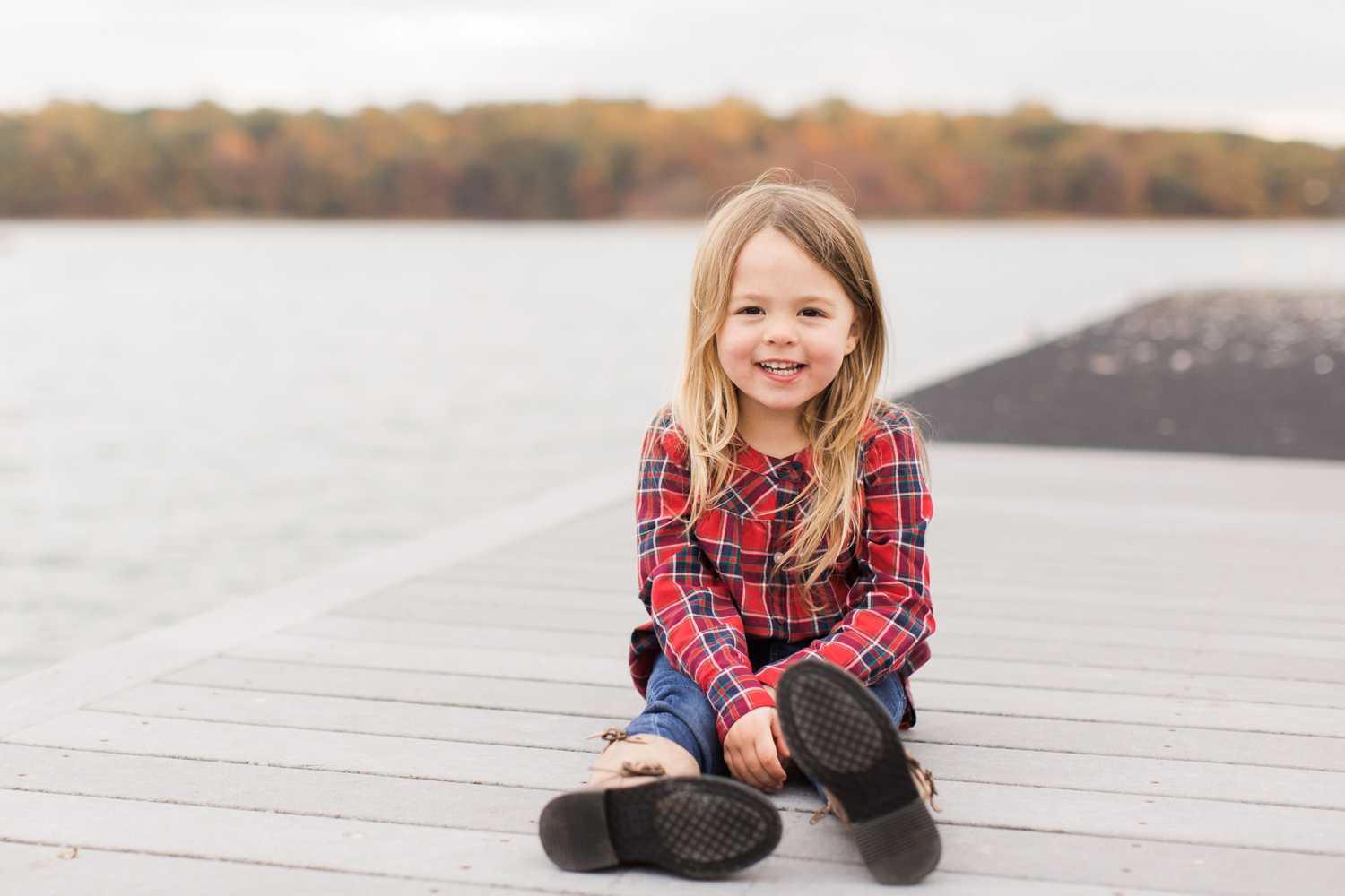 greenwich-connecticut-family-lifestyle-photographer-by-the-lake-girl-fall