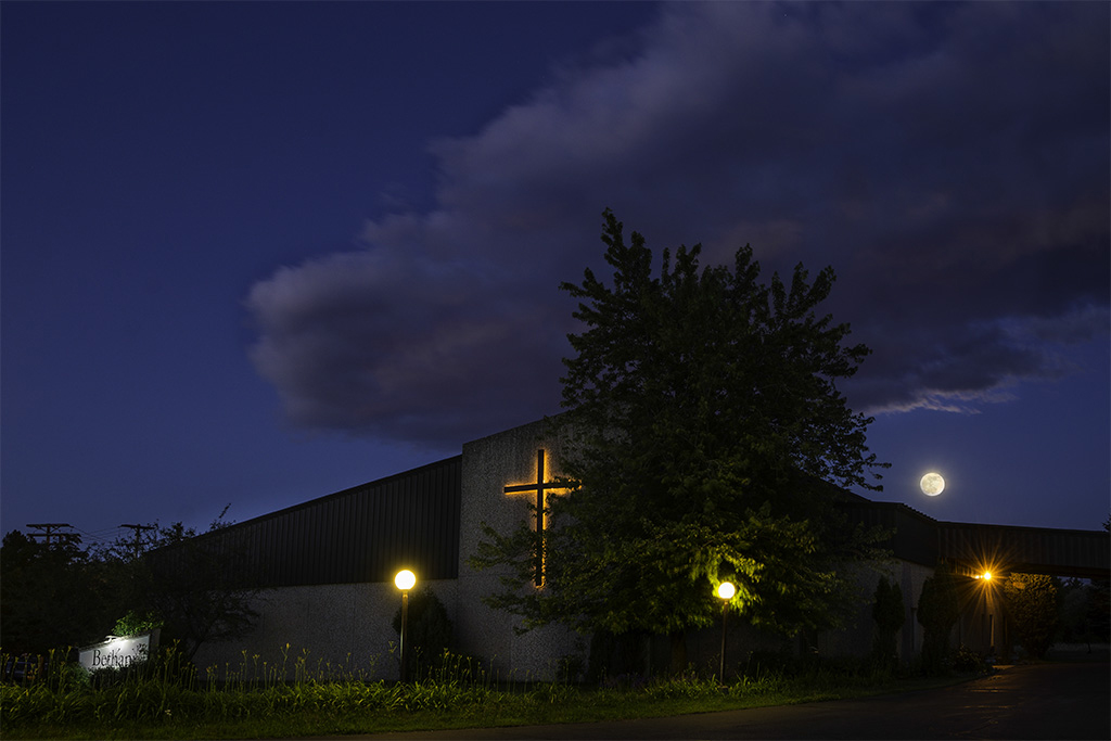Bethany Baptist Church in Duluth MN © Deb Carroll