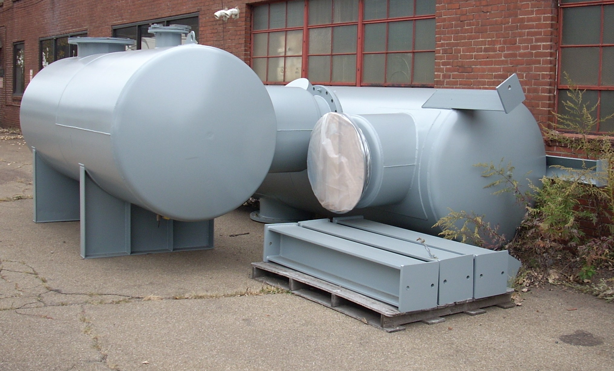 2. Inlet, discharge silencer & legs for process vessel.JPG