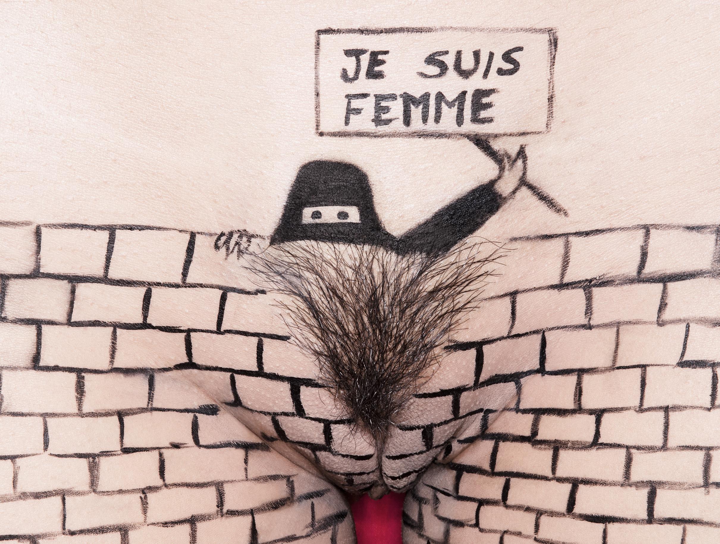 """""""ne suis pas JE SUIS FEMME""""     # 2 ,    lambda print on Kodak  paper,  30 x 40 cm , 2015, courtesy of the artist."""