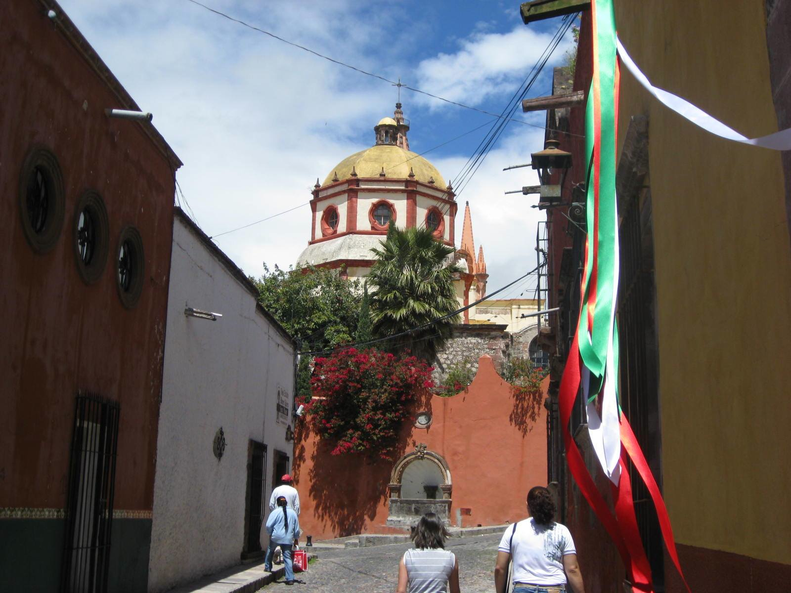 Colonial cities in Mexico offer you a safe, picturesque and relaxed environment