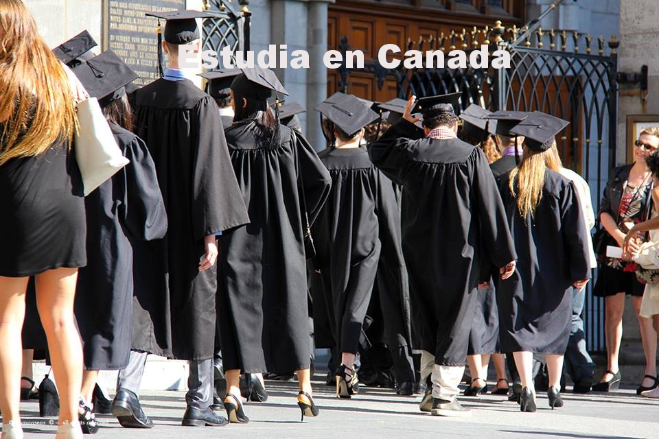 FOTO 2 - STUDENTS GRADUATION.jpg