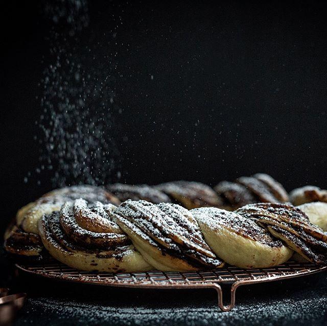 Dark chocolate babka wreath. So pretty and delicious! . . . . . . . #babka #chocolatebabka #baking #food #foodporn #kculp #foodphotography #dessert #bread #tnphotographer #food52