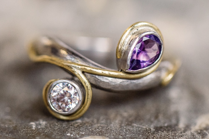 Palladium, 18cy yellow gold, diamond, amethyst