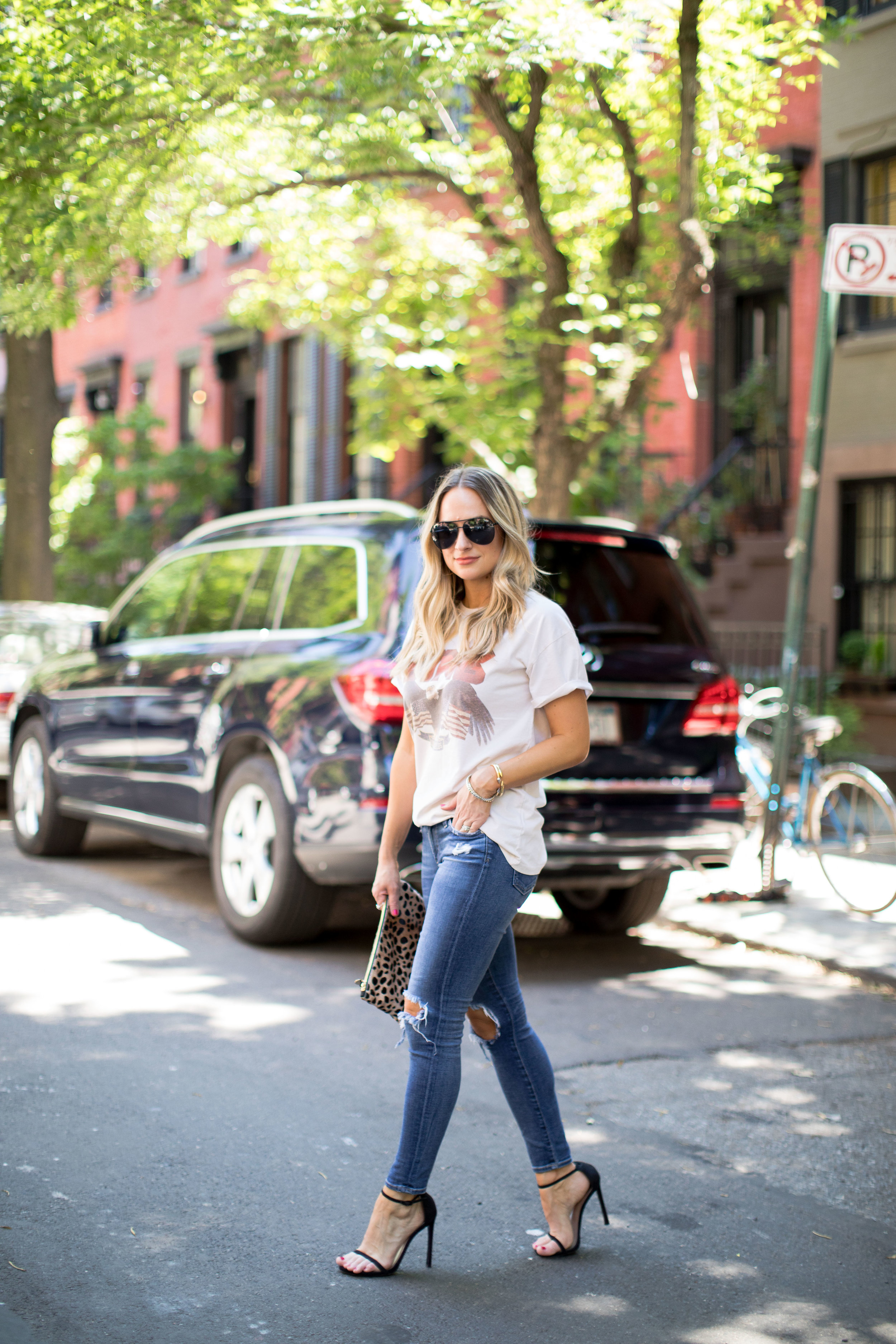 vintage t-shirt and jeans