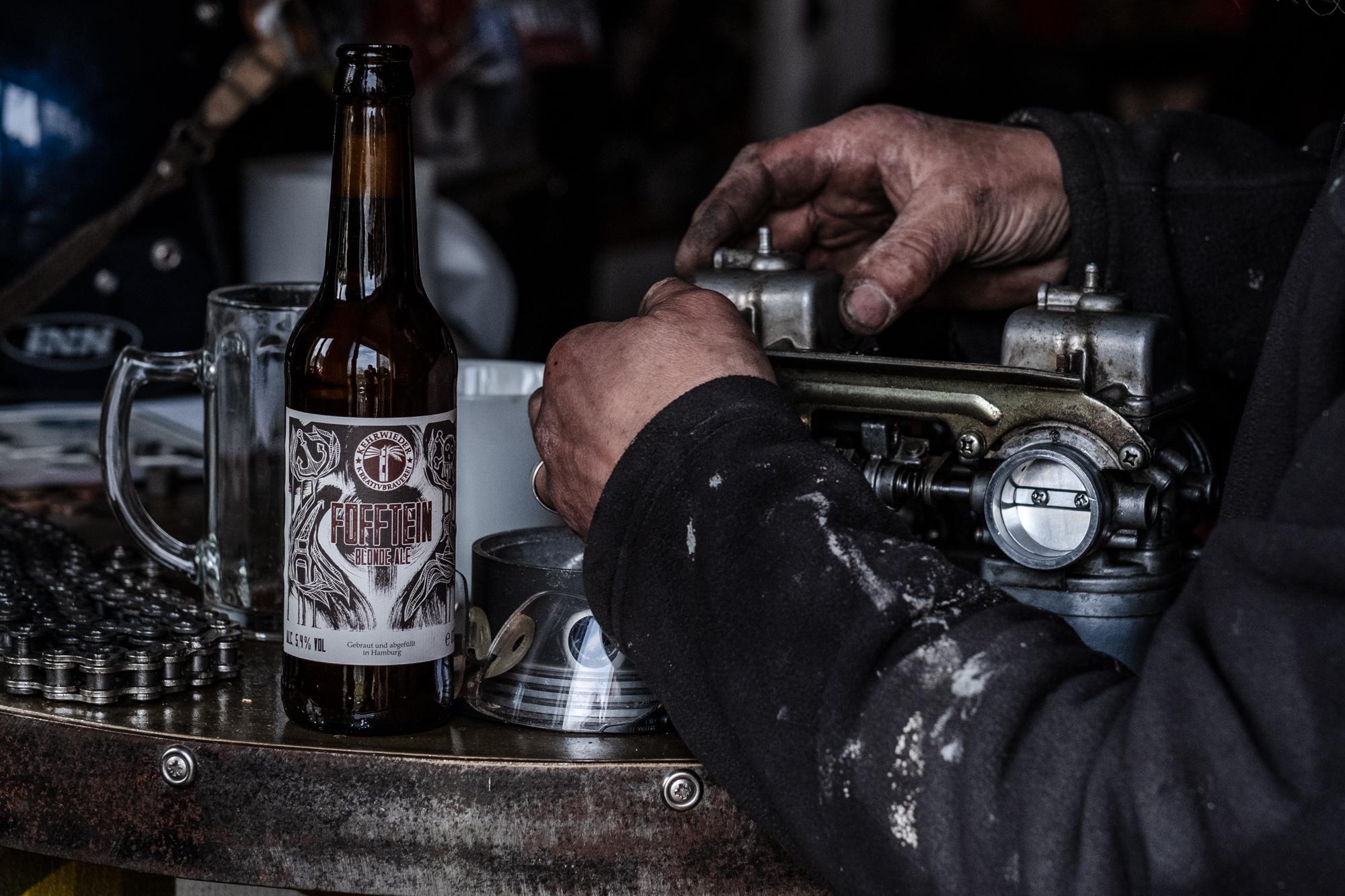 Hands and carburetor by my buddy Mario Kleinschmidt /  Kleinschmidt Kustoms .