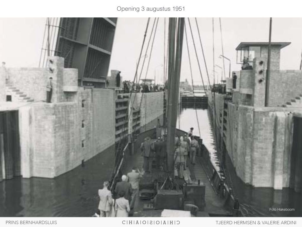 Opening Prins Bernhardsluis: 1951. Tweede brug gereed in 1973.