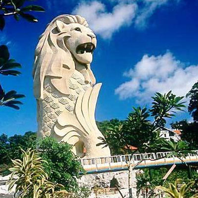 And here is the giant Sentosa Merlion edifice. You can climb to a viewing gallery inside its mouth and on top of its head.