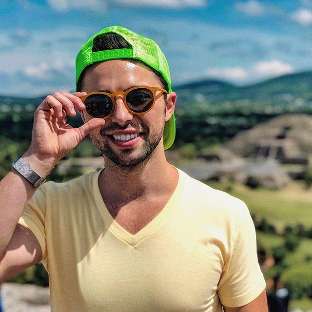 Getting those steps in 🧗🏻♂️ ________________________ ⠀ ⠀ ⠀ ⠀ ⠀ ⠀ #cityofgods #teotihuacan #teotihuacán #hiking #pyramids #mexico #mexicocity #teotihuacanpyramids #outdoors #steps #pyramidofthesun #pyramidofthemoon