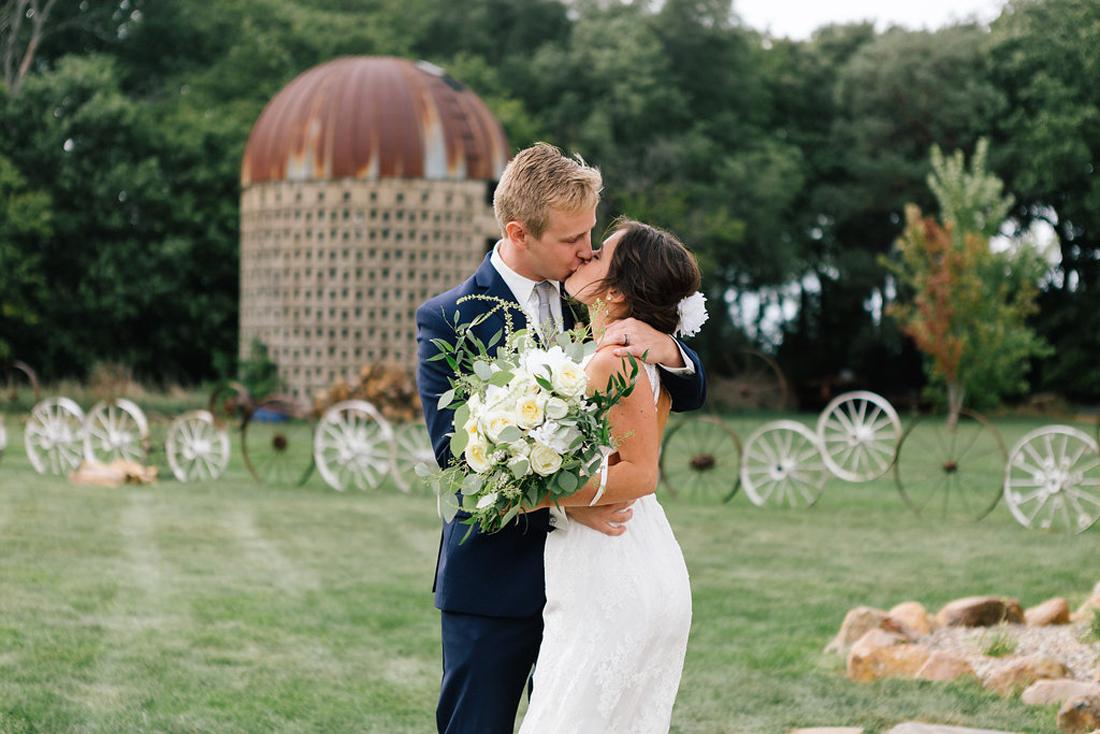 www.allisonhopperstad.com, Midwest Wedding Photographer, South Dakota Wedding, The Canton Barn, neutral wedding colors, green bridesmaids dresses, Outdoor wedding, Minnesota Wedding Photographer