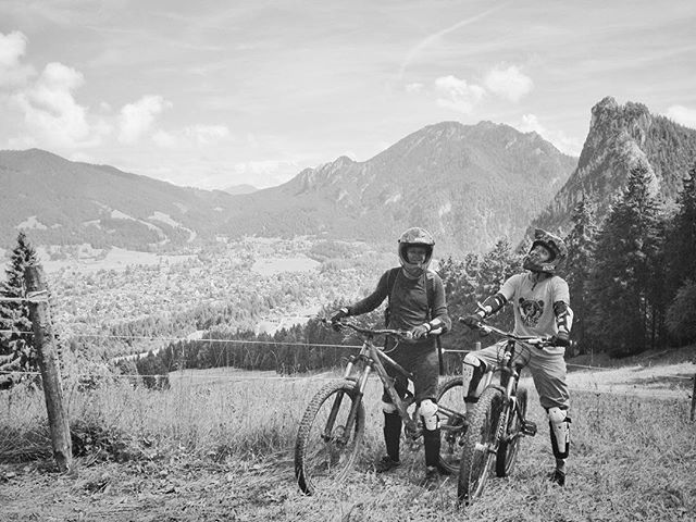 Thanks @melaniehoeld_photography  for a great few days. One wedding and two shoots later we found ourselves at #Oberammergau's newest bike park about 30 mins from #garmishpartenkirchen. Cruising for a bruising down some muddy muddy trails. Nice to break from all the photography !  #downhillbiking #focusbikes #thethingaboutlife #addictedtodownhill #lifehappensoutdoors #mountains #germany